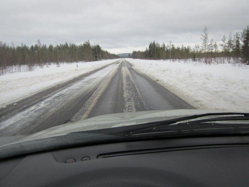 Rovaniemi-Kemijärvi, välillä oli hiukan enempi sulaa tieuraa, mutta kesäkelistä kaukana...