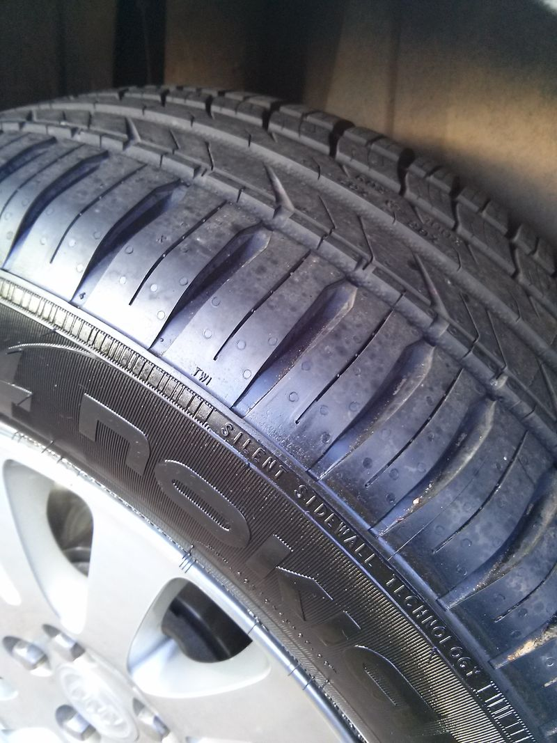 A nice close up picture of the tread design