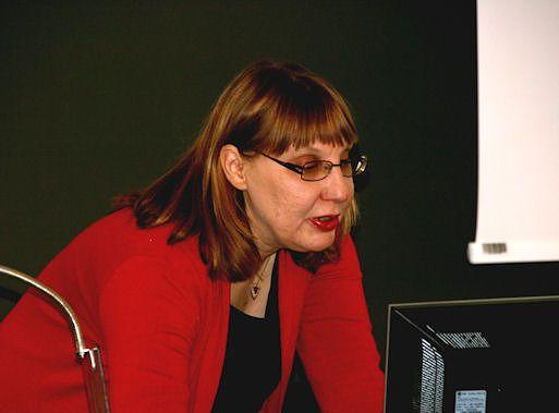 Tiina Onikki-Rantajääskö esittelemässä Tieteen termipankkia Tieteen päivillä 2013.