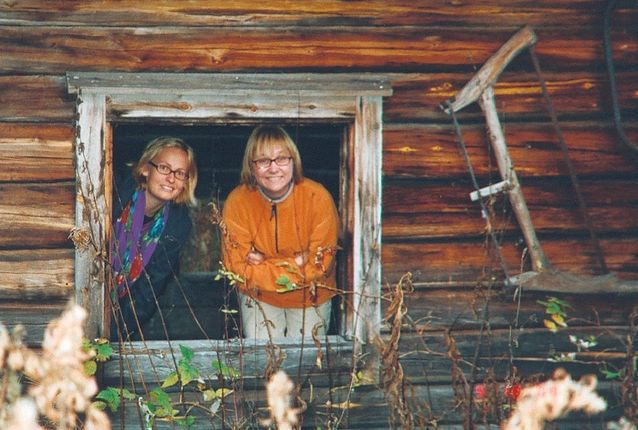 """Hanna Snellman (right) and Marja Ågren doing field work in Finnish Lapland in 2001 for Hanna's research project """"Gothenburg – Salla's largest village"""". The research project was also part of Marja's PhD dissertation in European ethnography at the University of Gothenburg. Photo: Marianne Junila."""