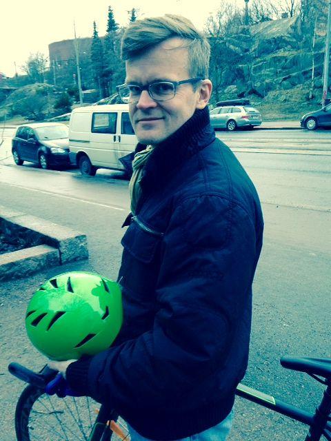 Janne Hopsu taittaa työmatkansa mieluiten fillarilla.