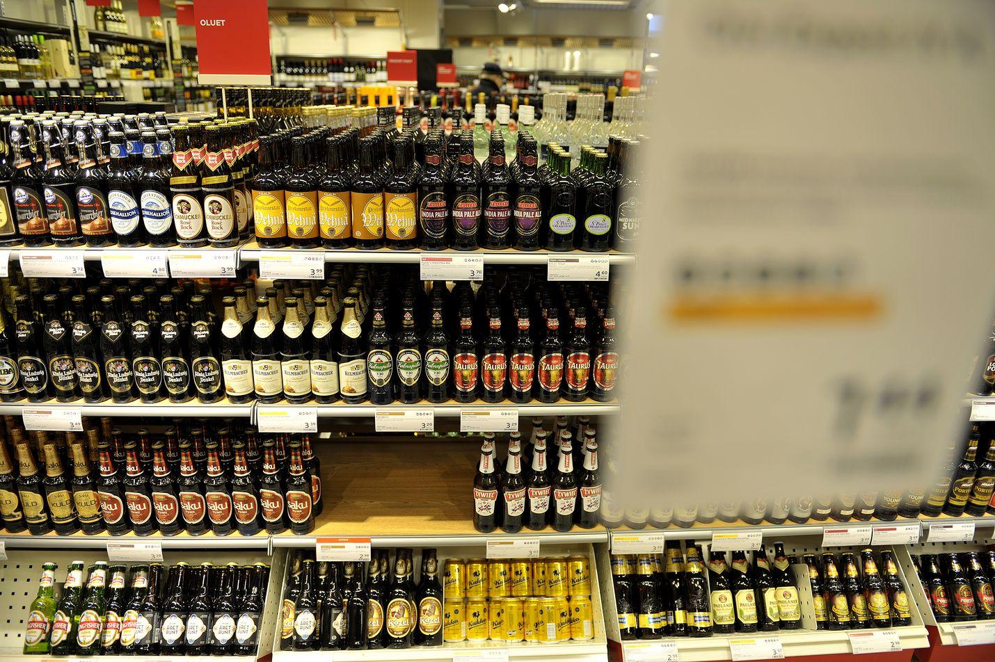 Oluiden myynti kasvaa juhannuksena noin kolmanneksella. Kuva: LS-arkisto/Juha Sinisalo