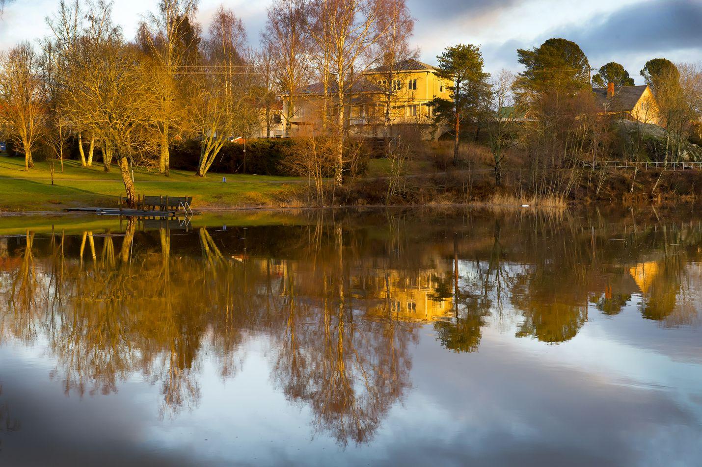Heinäkuussa pulahdetaan puhtaiden vesien kunniaksi. Kuva: LS-arkisto/Esa Urhonen