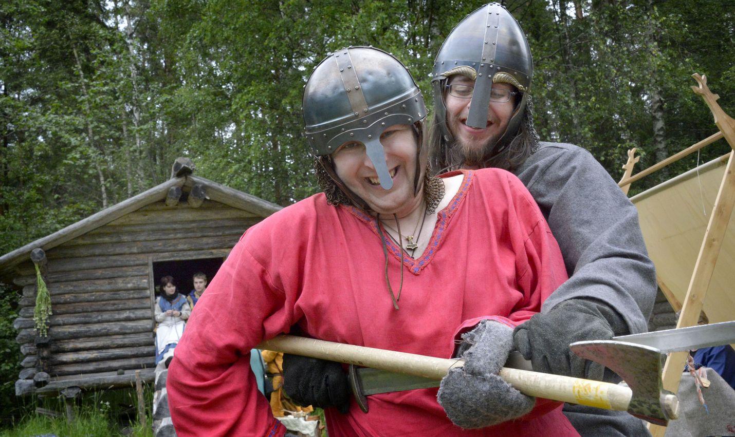 Euran Mannilassa pääsee tulevana viikonvaihteena taas kokeilemaan taitojaan viikinkiajan mittelöissä.