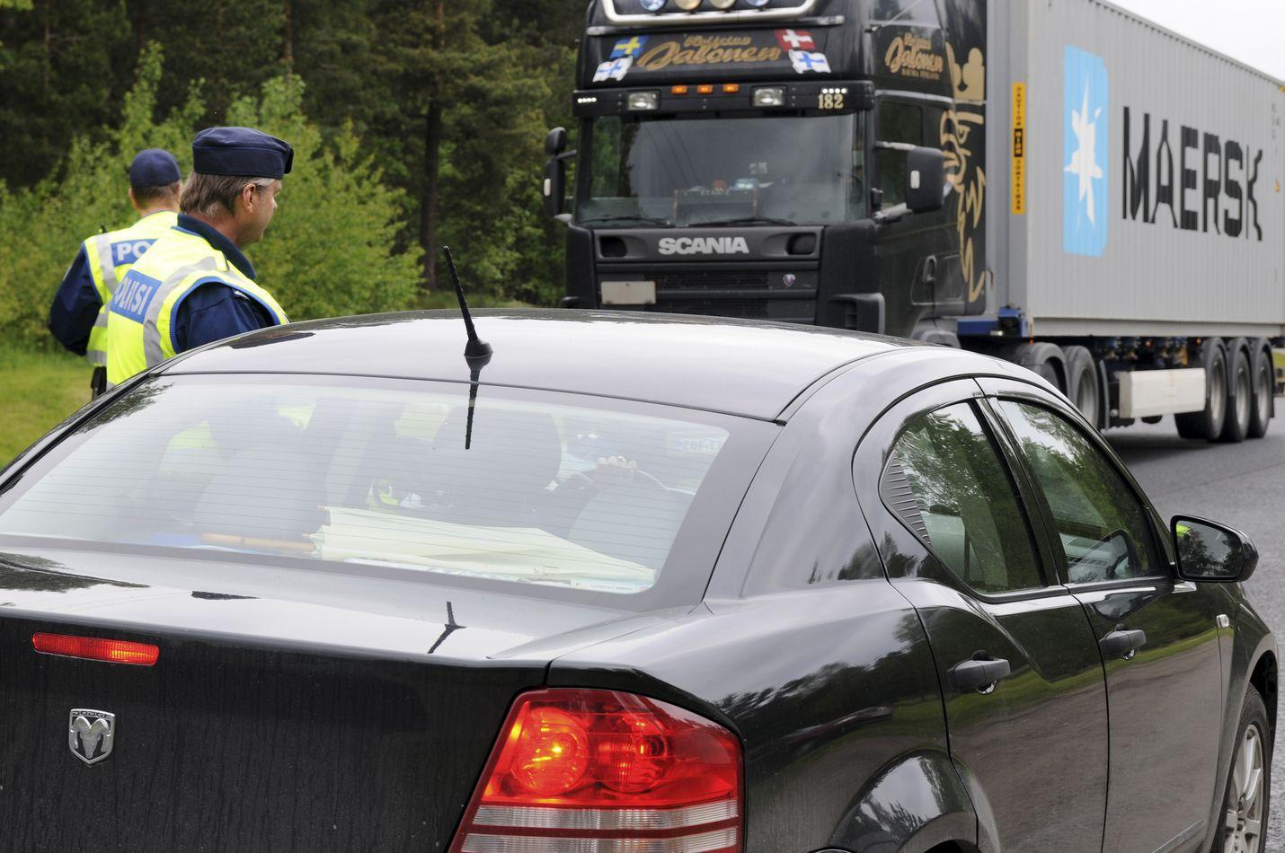Viikonloppuna liikennettä valvotaan puhallusratsioin. Kuva: LS-arkisto/Joonas Salo
