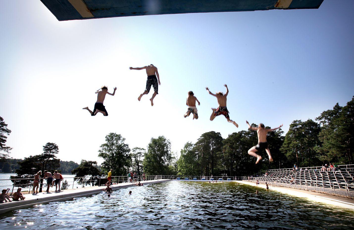 Tuleviin helteisiin kannattaa varautua jo ennalta. Kuva: LS-arkisto/Juha Sinisalo