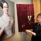 Krista Ruohosen teoksen lähtökohta oli kartanontyttären maalaus.