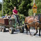 Hevoskärrykyyti oli Kodisjokipäivän kohokohta. Kuva: Pekka Lehmuskallio