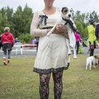 Raumalainen Anniina Aho ja hänen koiransa Lumo luottivat mustavalkeaan pitsiin.