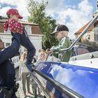 Poliisiveneeseen jonottavat lapset pitivät ylikonstaapeli Antti Alitalon kiireisenä.