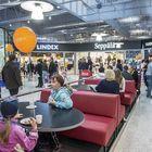 Kauppakeskuksessa on vaatekauppoja, pankki, kirjakauppa sekä kahvila, joka kantaa kauppakeskuksen entistä nimeä.