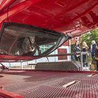 Pyörähtävä auto oli Kiukaisten yhteiskoulun turvallisuuspäivän ehdoton vetonaula.