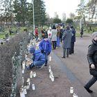 Muualle haudattujen muistelupaikka sijaitsee Kordelinin kappelin vieressä.