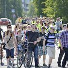 Oppilaille oli huumorimielessä vihjattu, että jos ei osallistu marssiin, jatkaa syksyllä Hj. Nortamon peruskoulussa.
