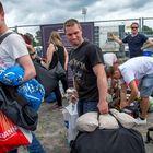 Raahelainen Toni Alakopsa jonotteli festarialueen telttapaikkaa perjantaina musiikin jo pauhatessa taustalla.
