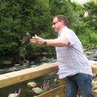 Vuoden Jaakko sai ensi töikseen heittää kylmän kiven jokeen.
