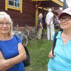 Lapista tulleilla Raija Salmisella (vas.) ja Tuula Niemisellä oli yli 20 kilometrin pyöräilyurakka takana ja toinen mokoma edessä. Molemmat ovat kovia pyöräilemään ja tapahtuma oli heidän tiedossaan. Salmisen veli myös asuu Paneliassa.
