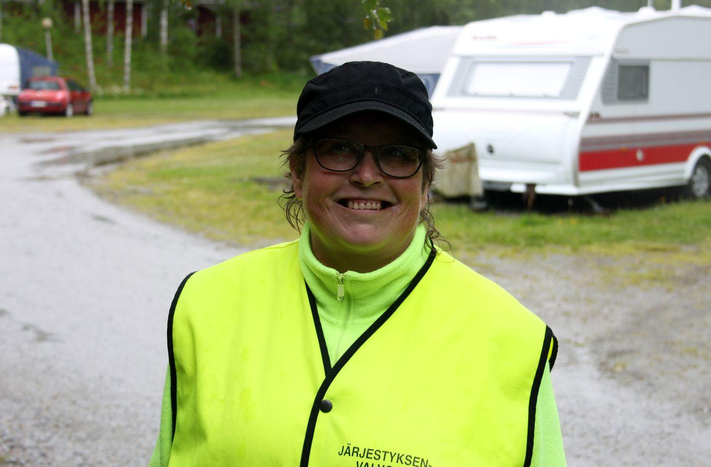 Rauhallista on ollut, toteaa Suojalan Juhannuksen järjestyksenvalvoja Pia Innanen.