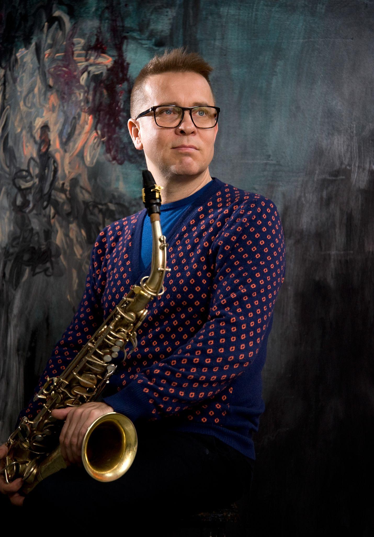 Jukka Perko esiintyy kokoonpanonsa kanssa toisena Lyhtyjen yössä.
