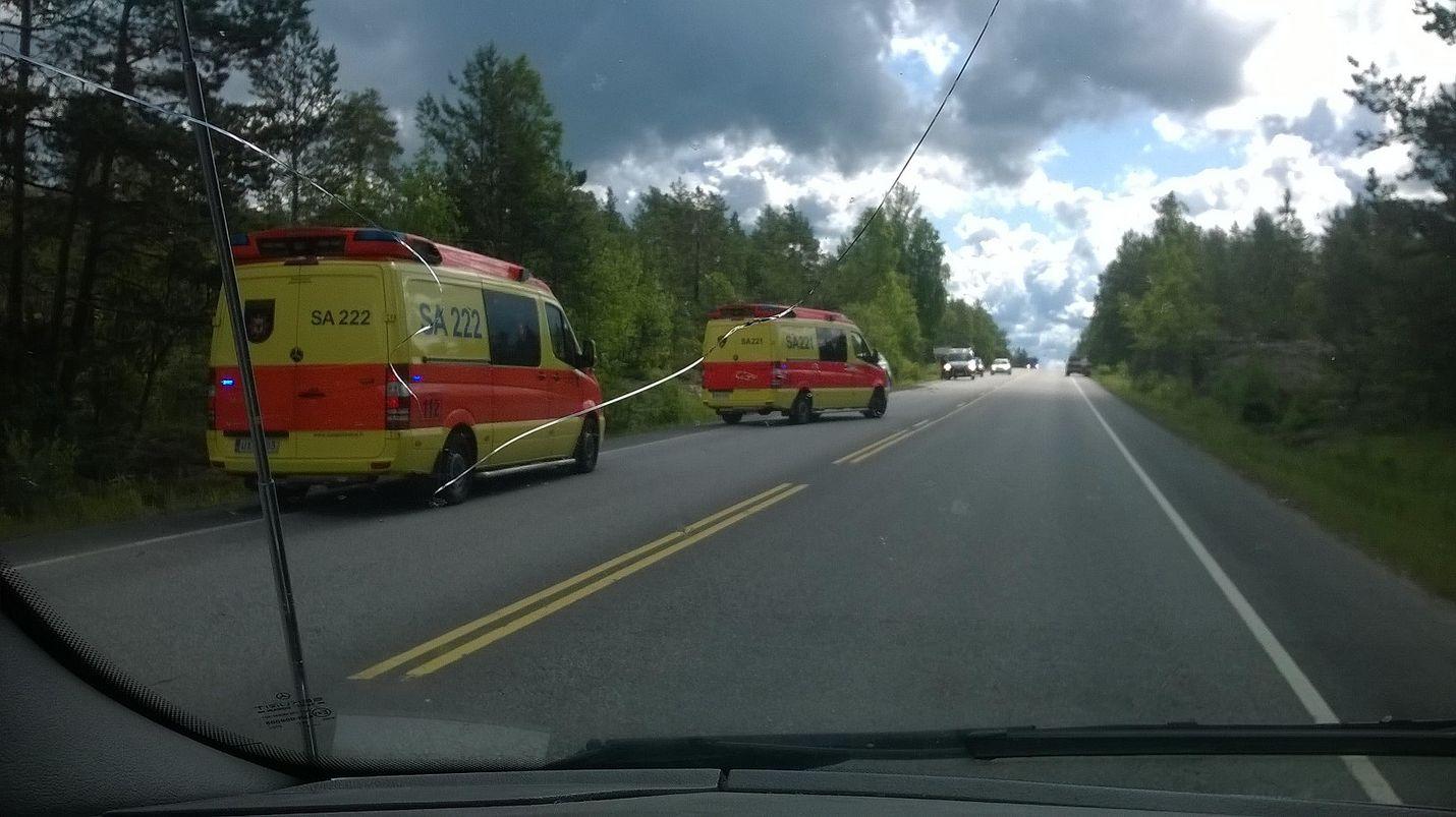 Ulosajossa loukkaantuneet on kuljetettu sairaalaan tutkittavaksi. Kuva: Lauri Kanerva