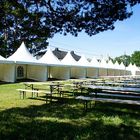 Ruokamaailman teltat rivissä.