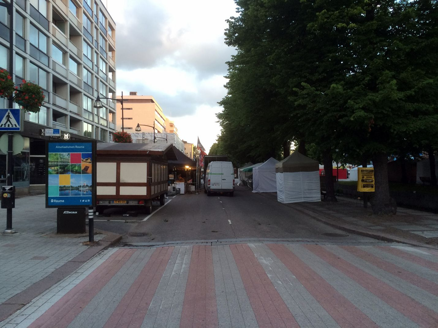 Suurmarkkinat muuttavat liikennejärjestelyjä lauantaihin saakka. Kuva: Johanna Sydänoja