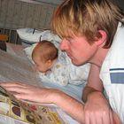 Kaikki lukevat Länsi-Suomea, isät ja pojat, isot ja pienet. Kuva: Heidi Kontto