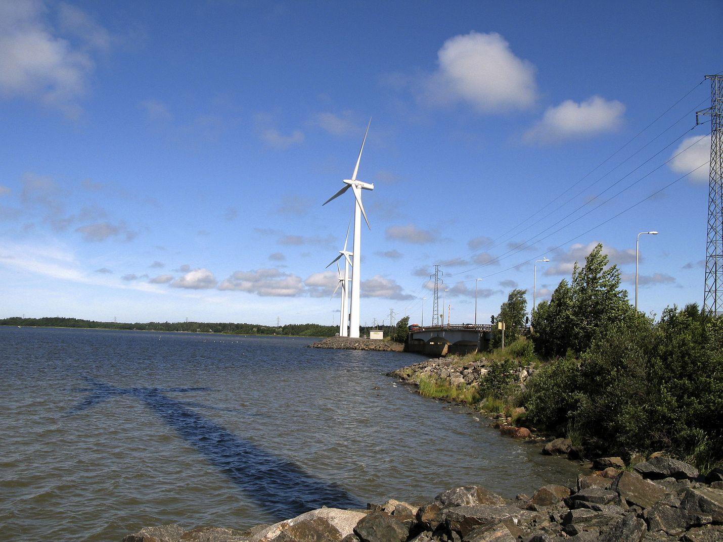 Tuulivoimatuotantoa ei voi käynnistää kaavoittamattomalla alueella pelkän hakemusmenettelyn kautta, linjasi oikeus Pyhärantaa koskevassa päätöksessään. Porin Reposaaressa tuulisähköä on tuotettu jo pitkään.