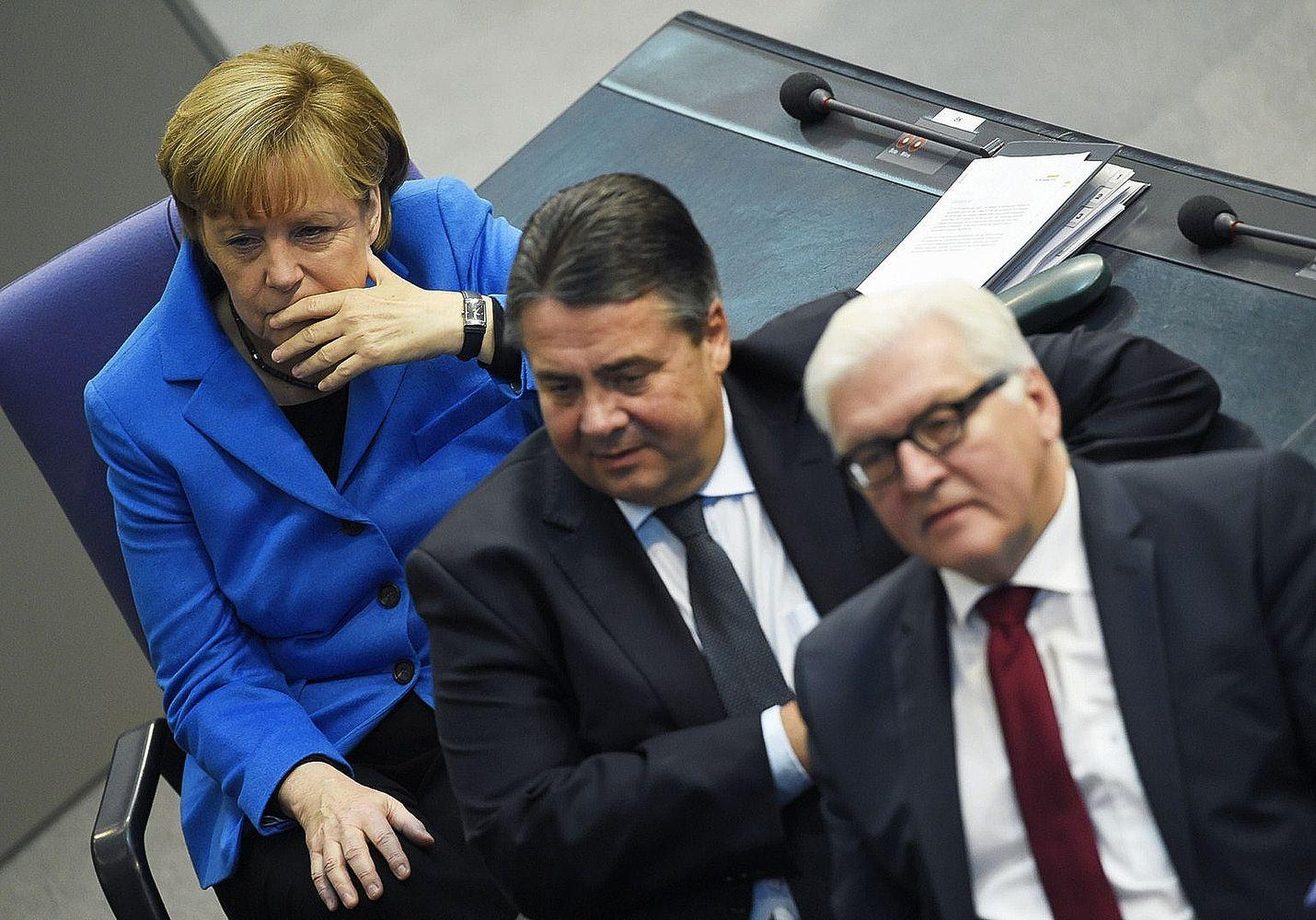 Liittokansleri Angela Merkel (vas.) ja varaliittokansleri, talous- ja energiaministeri Sigmar Gabriel (kesk.) ovat Saksan energiapolitiikan keskeisiä linjaajia.