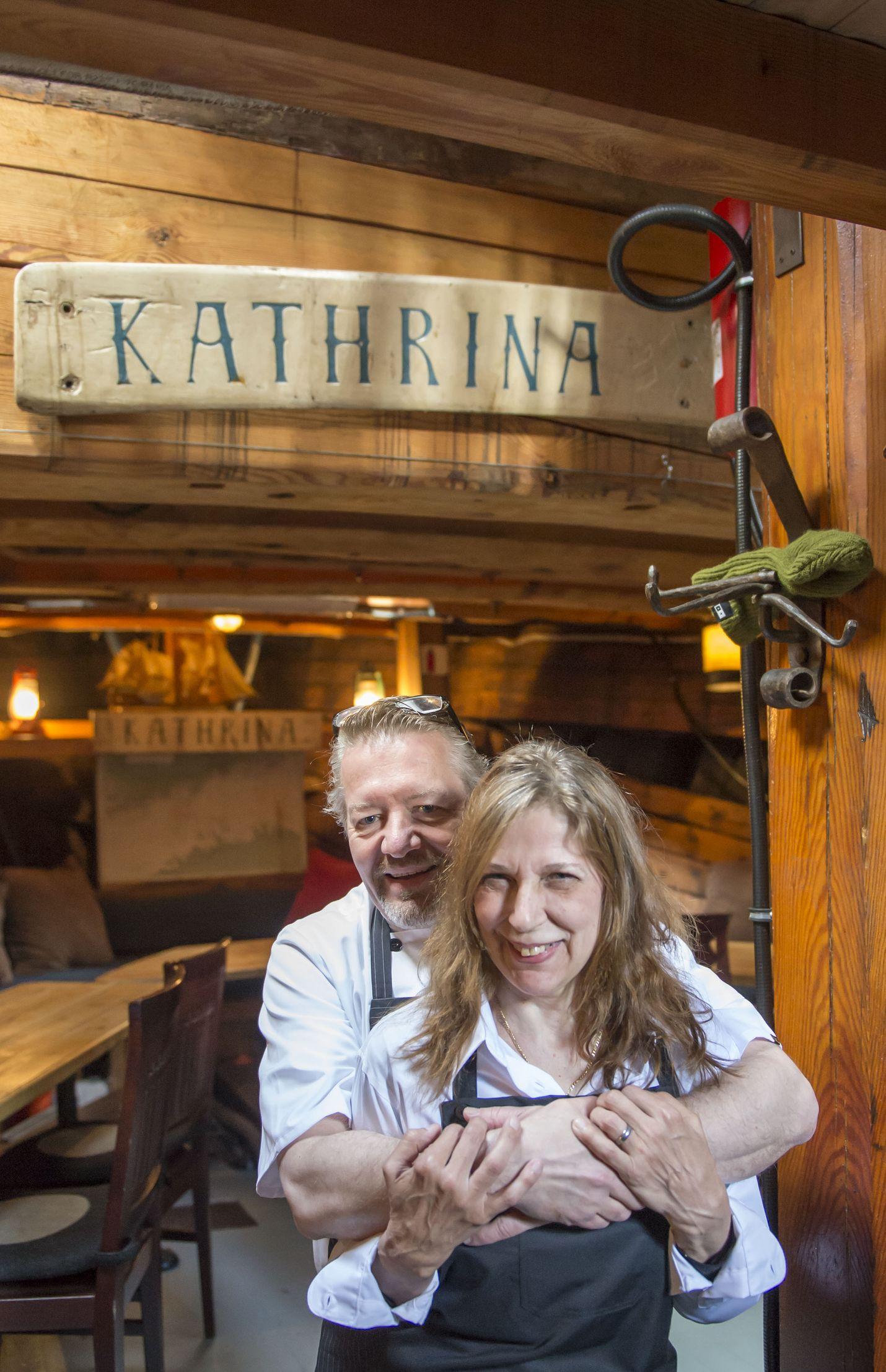 """Kathrina toimii tänä kesänä ravintolalaivana. Puosun Kellaria ylläpitää """"kaksi kovaa koota"""", Kristiina """"Krisse"""" Ihander ja Kai """"Kaide"""" Ounamo. Kuva: Esa Urhonen"""
