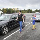 Lukon asettama parkkimaksu kismitti Raumalaisenkin lukijoita. Niklas-poikaansa harjoituksiin tuonut Nina Rosendahl epäili, että pysäköintihomma toimii huonosti Lukon pelien aikana. Kuva: Juha Sinisalo