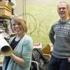Vaatesuunnittelija Laura Hannula ja pitsitaiteilija Tarmo Thorström saivat suunnitellakseen kansanedustaja Kristiina Salosen puvun Linnan juhliin. Osittain kierrätetyssä puvussa oli merimiestraditiosta ideansa saava pitsitatuointi. Kuva: Esa Urhonen