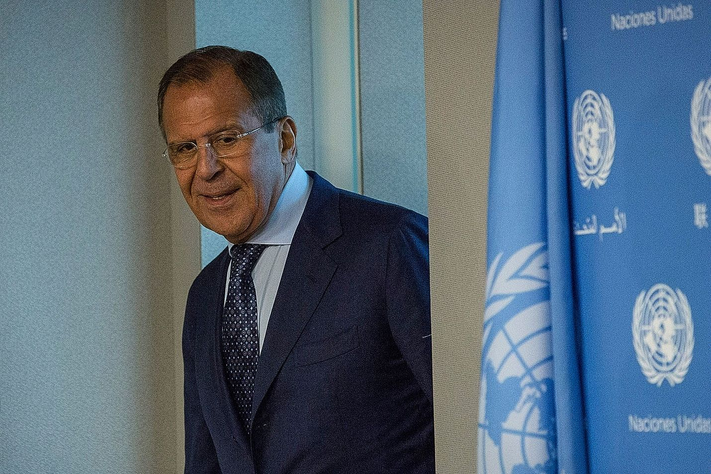 Venäjän ulkoministeri Sergei Lavrov torjuu syytökset, joiden mukaan Venäjä on iskenyt Syyriassa muita kapinallisia kuin äärijärjestö Isisiä vastaan. Lavrovin mukaan syytökset ovat perusteettomia. Lavrov kuvattiin torstaina YK:n päämajassa.