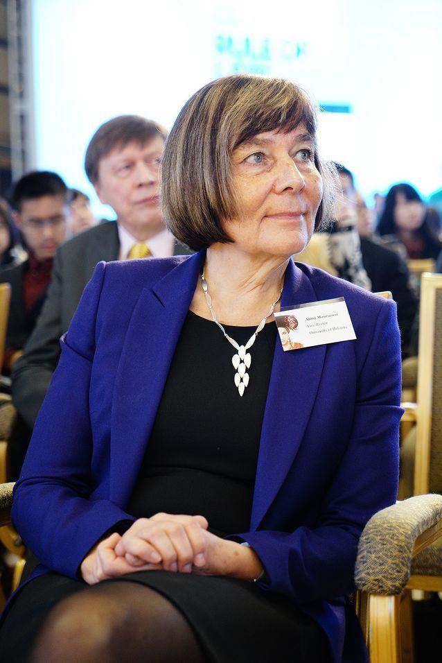 Helsingfors universitet presenterade sin forskning i Peking hösten 2014. Anna Mauranen på huvudevenemanget Science in dialogue.