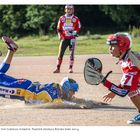 Urheilu on ollut keskeinen osa kuvaajan työkenttää. Miia Karppanen tuo Lukolle juoksun naisten pesäpallo-ottelussa 2014. Kuva: Esa Urhonen