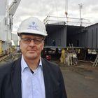 """RMC:n toimitusjohtaja Heikki Pöntynen on varma, että Raumalla pystytään edelleen rakentamaan matkustaja-autolauttoja. """"Tarjouskannassa on isompia ja pienempiä töitä. Siitä pidämme kiinni, että teemme vain kannattavia kauppoja"""", hän sanoo. Kuva: Janne Rantanen"""