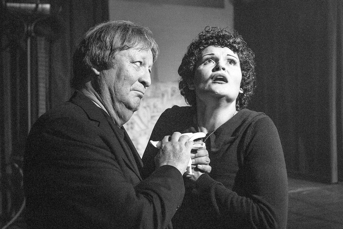 Piafista kertova musikaalinäytelmä on myös teatterin tämän vuoden ohjelmistossa Porissa. Rooleissa Maarit Lehtonen ja Ilkka Aro.