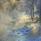 Monet kosket, kuten tämä Irjanteen Faltunkoski, pysyvät sulina talven läpi. Lämmin vesi ja hyytävä ilma luovat uskomattomia näkymiä. Kuva: Mervi Salonen