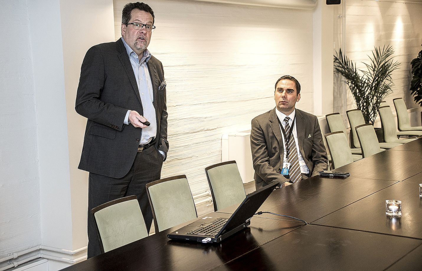 Toimitusjohtaja Matti Saustila ja pankinjohtaja Rafael Eerola esittelivät Eurajoen Säästöpankin viime vuoden tilinpäätöstä.