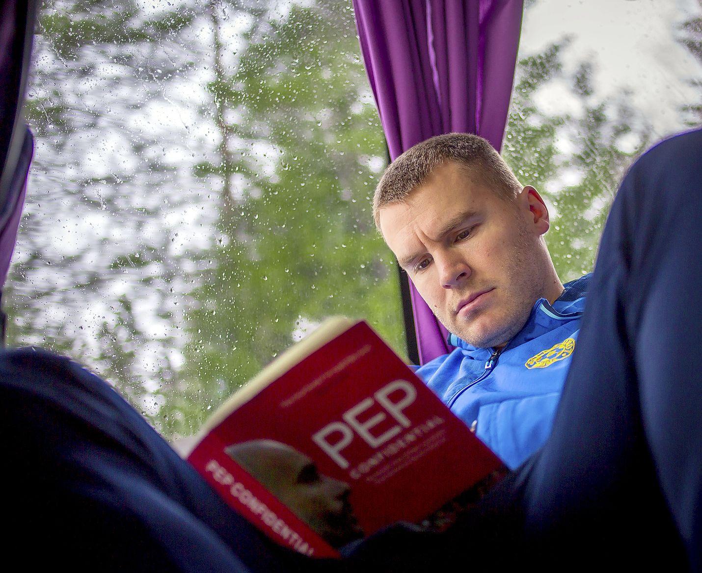 Tähän mennessä Pallo-Iirojen kauden pisimmät reissut on tehty bussilla. Kimmo Hörkkö aikoo viedä joukkueensa Suomenlahden yli hitsautumaan yhteen.