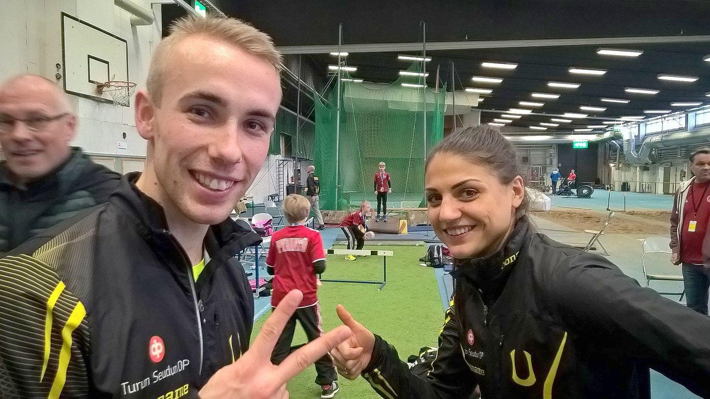 Pasi Roslund ja Nooralotta Neziri ottivat rennosti Tampereen halli-SM-kilpailuissa