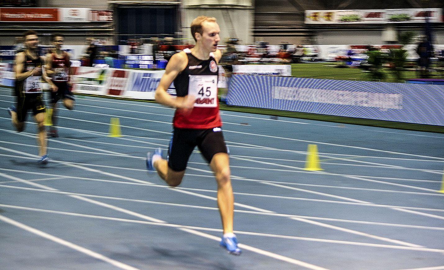 Joni Vainio-Kaila harmitteli matkalla tullutta kolhaisua.