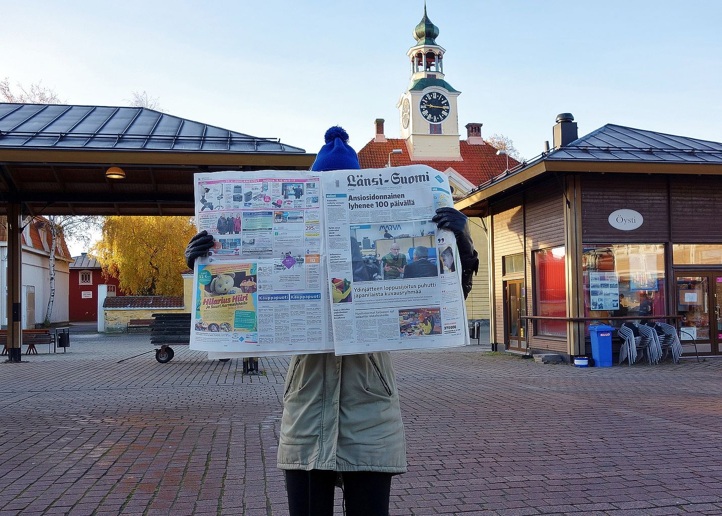 Paperinen sanomalehti pitää edelleen pintansa. Länsi-Suomi muuttuu kuvassa olevasta broadsheet-koosta tabloidiksi Rauma-päivänä 17. huhtikuuta.