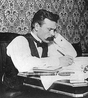 Volter Kilpi kirjoituspuuhissa vuonna 1903. Kuva: Volter Kilven seura.