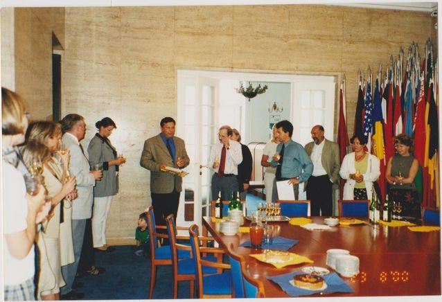 Henry Hedmanin lähtöjuhla Etyjin tehtävistä Odihrissa Varsovassa v. 2000. Kuva: Salome Hirvaskoski