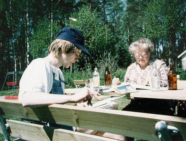 Kersti Juva ja suomentaja-kirjailija Eila Pennanen WSOYn kesäseminaarissa 80-luvun alussa.