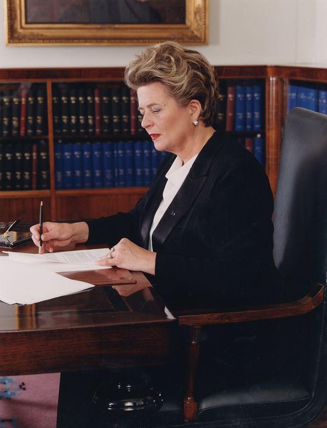 Riitta Uosukainen toimi työuransa aikana eduskunnan puhemiehenä, opetusministerinä ja kansanedustajana. Kuva: eduskunta