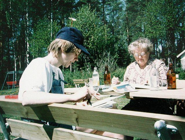 Eila Pennanen ja Kersti Juva WSOY:n kesäseminaarissa 80-luvun alussa. Kuva: Kersti Juvan yksityisarkisto.