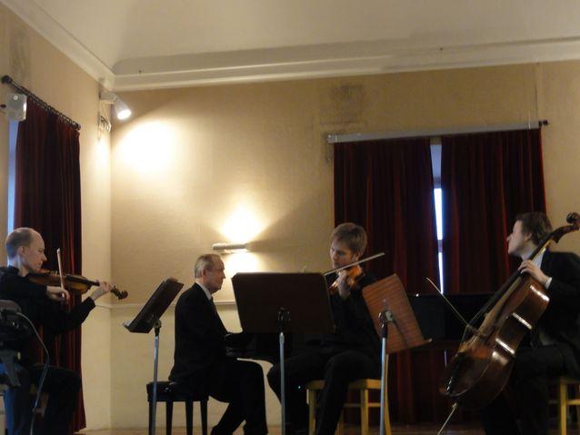 Kamarimusisointia Fermon musiikkiakatemiassa Italiassa; HYMSin kvartetti soittaa Chaussonin pianokvartettoa.
