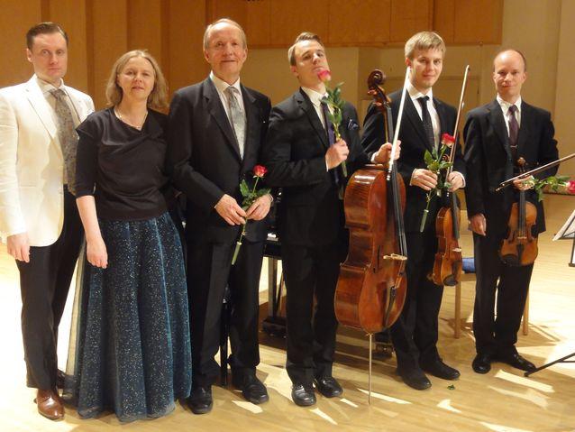 Konsertti Imatran kulttuurikeskuksessa, 2012, vasemmalta Tero Halonen, Eila Tarasti, Eero Tarasti, Holger Kaasik, Mikko Metsälampi ja Petrus Laitinmäki.